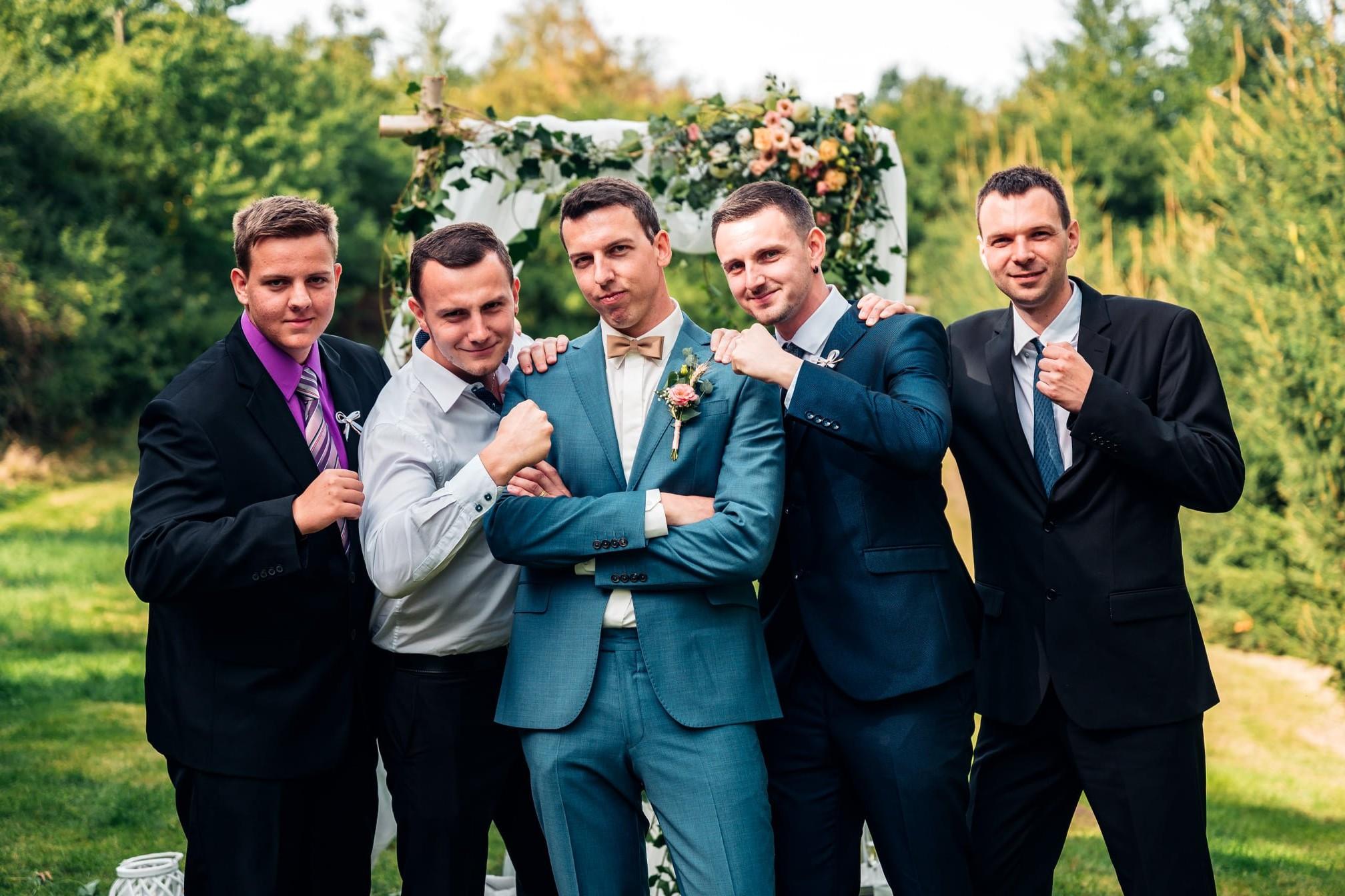 svatba, svatební fotograf, ženich, družba, svatba Jičín, svatba Český ráj
