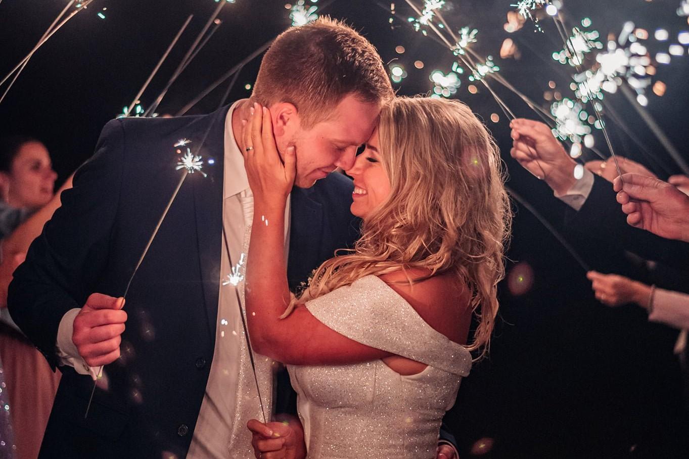 svatba, svatební fotograf, nový bydžov, prskavky, chlumec nad cidlinou, pension alvin, svatební fotky s prskavkami