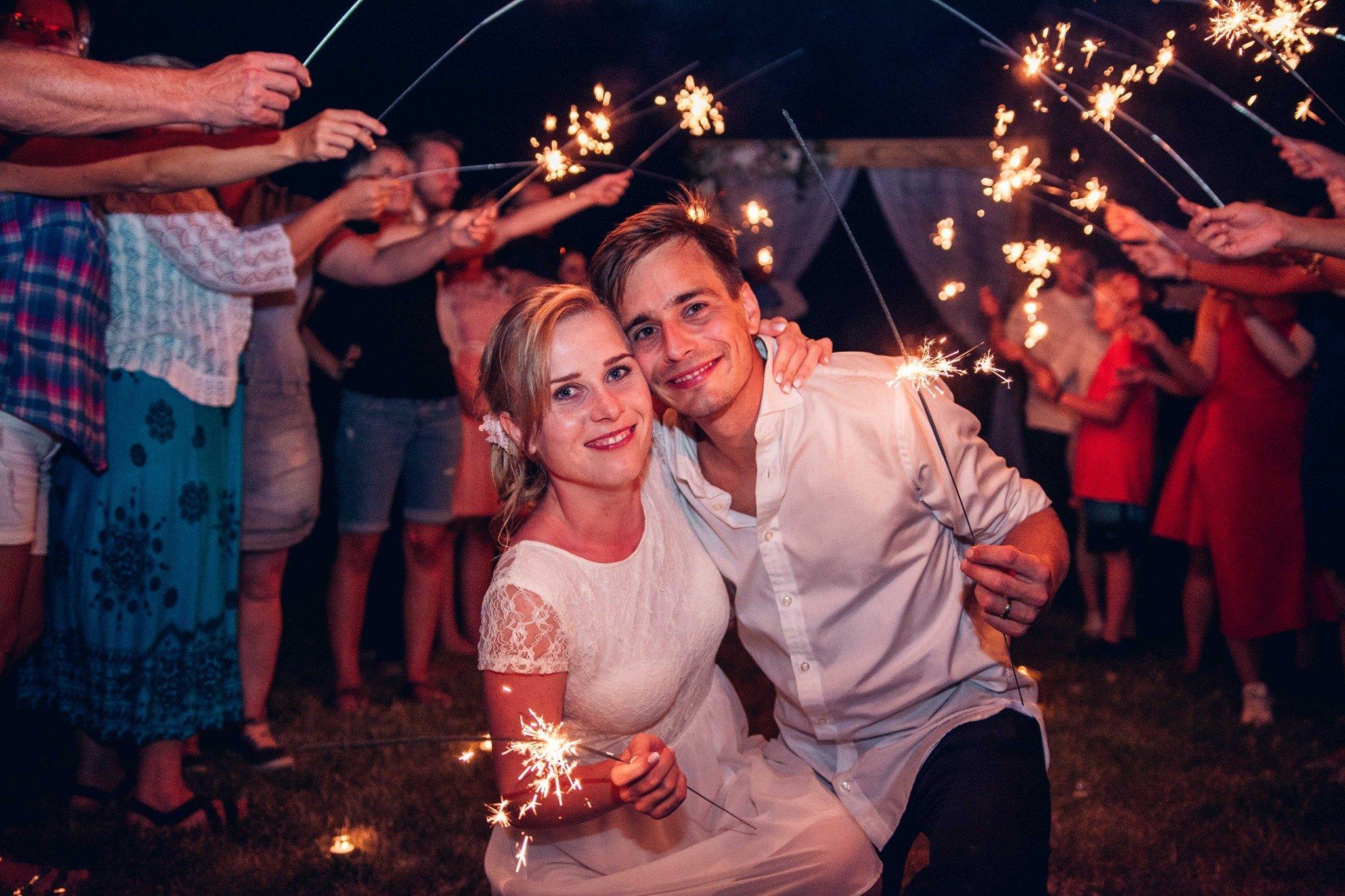 svatba, svatební fotograf, jičín, prskavky, focení s prskavkami, svatební fotograf Jičín
